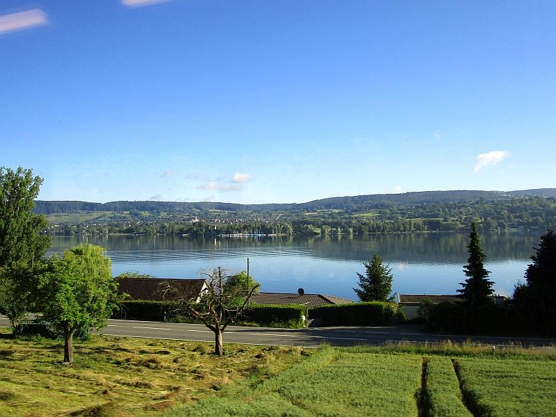 http://www.bahnreiseberichte.de/073-Drei-Tage-Schweiz/73-005Fahrt-Rhein-Oehningen.JPG