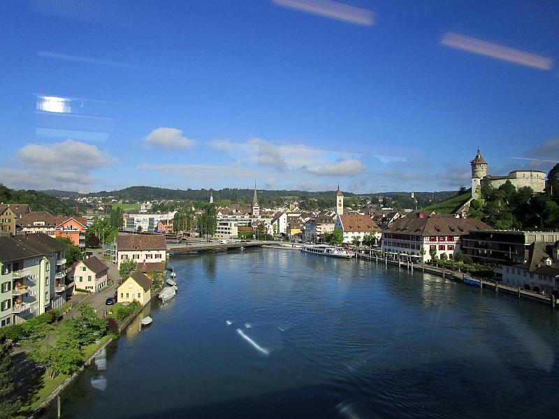 http://www.bahnreiseberichte.de/073-Drei-Tage-Schweiz/73-006Fahrt-Rhein-Schaffhausen.JPG