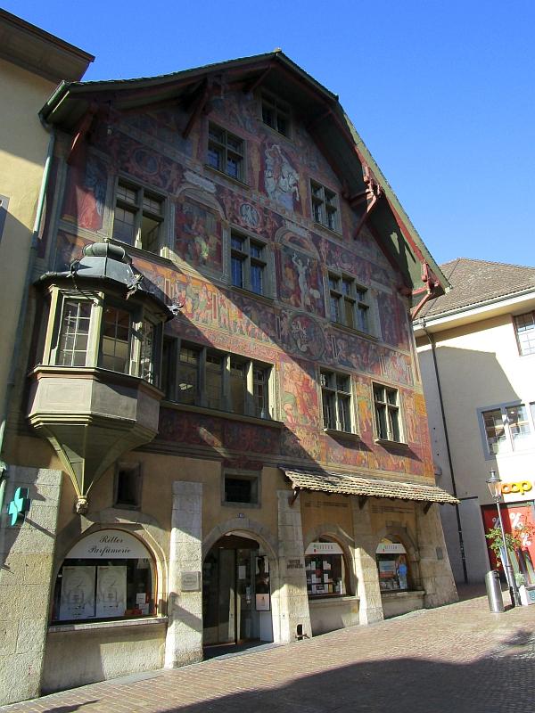 http://www.bahnreiseberichte.de/073-Drei-Tage-Schweiz/73-008Schaffhausen-Haus-zum-Ritter.JPG