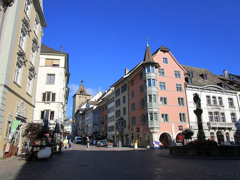 http://www.bahnreiseberichte.de/073-Drei-Tage-Schweiz/73-009Schaffhausen-Fronwagplatz-Obertor.JPG