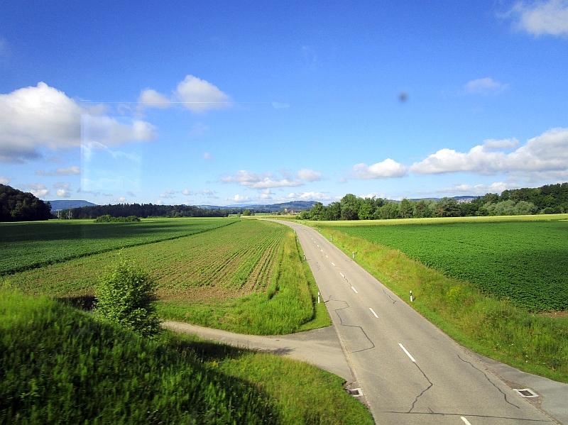 http://www.bahnreiseberichte.de/073-Drei-Tage-Schweiz/73-011Fahrt-Zuercher-Weinland.JPG