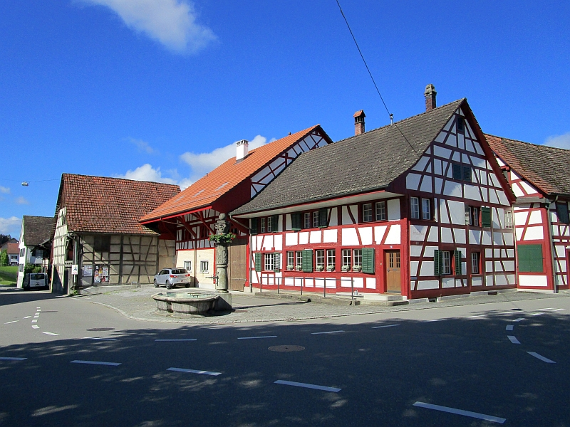 http://www.bahnreiseberichte.de/073-Drei-Tage-Schweiz/73-012Marthalen-Schmiedstube.JPG