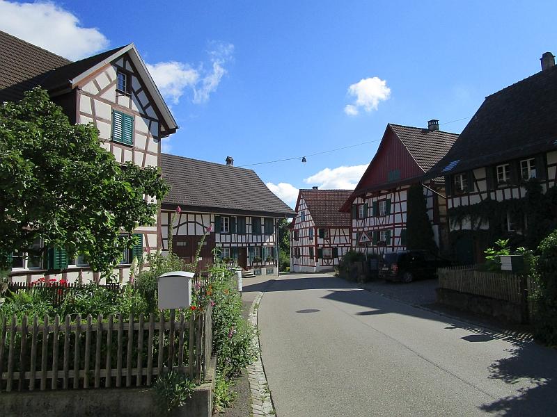 http://www.bahnreiseberichte.de/073-Drei-Tage-Schweiz/73-014Marthalen.JPG