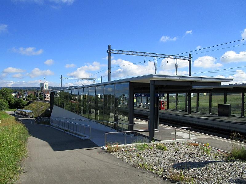 http://www.bahnreiseberichte.de/073-Drei-Tage-Schweiz/73-016Marthalen-Bahnhof.JPG