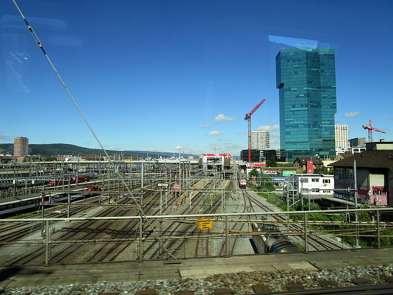 http://www.bahnreiseberichte.de/073-Drei-Tage-Schweiz/73-021Zuerich-Prime-Tower.JPG