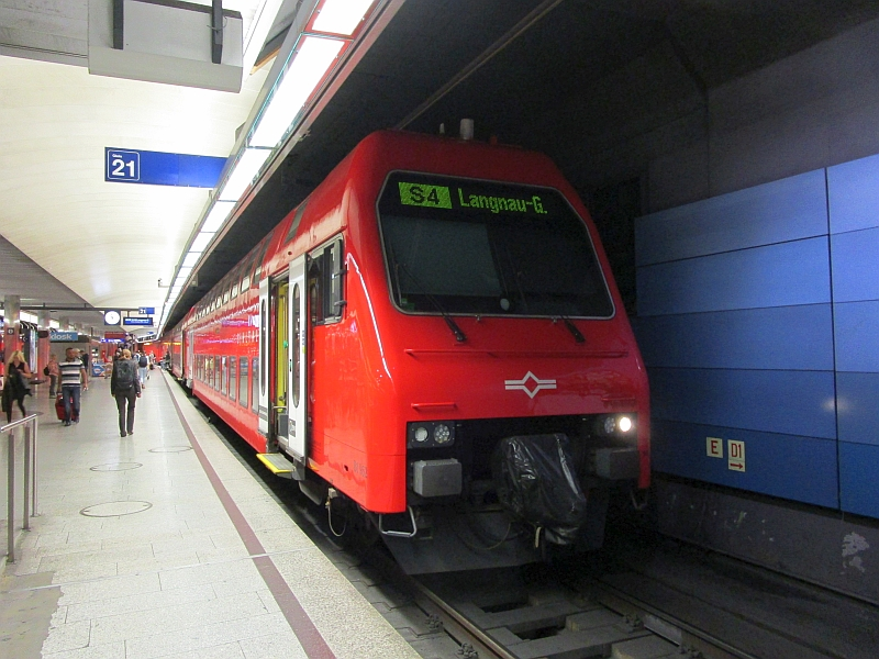 http://www.bahnreiseberichte.de/073-Drei-Tage-Schweiz/73-024Sihltalbahn-Steuerwagen.JPG