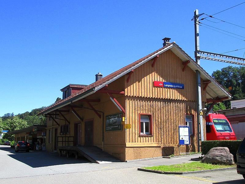 http://www.bahnreiseberichte.de/073-Drei-Tage-Schweiz/73-028Bahnhof-Langnau-Gattikon.JPG