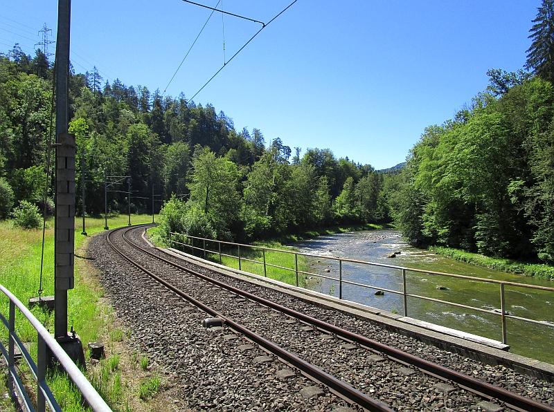 http://www.bahnreiseberichte.de/073-Drei-Tage-Schweiz/73-029Wanderweg-Sihltalbahn.JPG