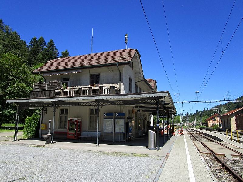 http://www.bahnreiseberichte.de/073-Drei-Tage-Schweiz/73-032Bahnhof-Sihlwald.JPG