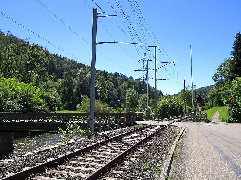 http://www.bahnreiseberichte.de/073-Drei-Tage-Schweiz/73-033Sihltalbahn-Sihl.jpg