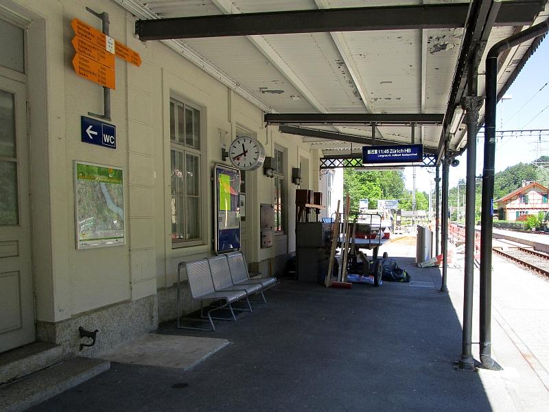http://www.bahnreiseberichte.de/073-Drei-Tage-Schweiz/73-037Hausbahnsteig-Sihlwald.JPG