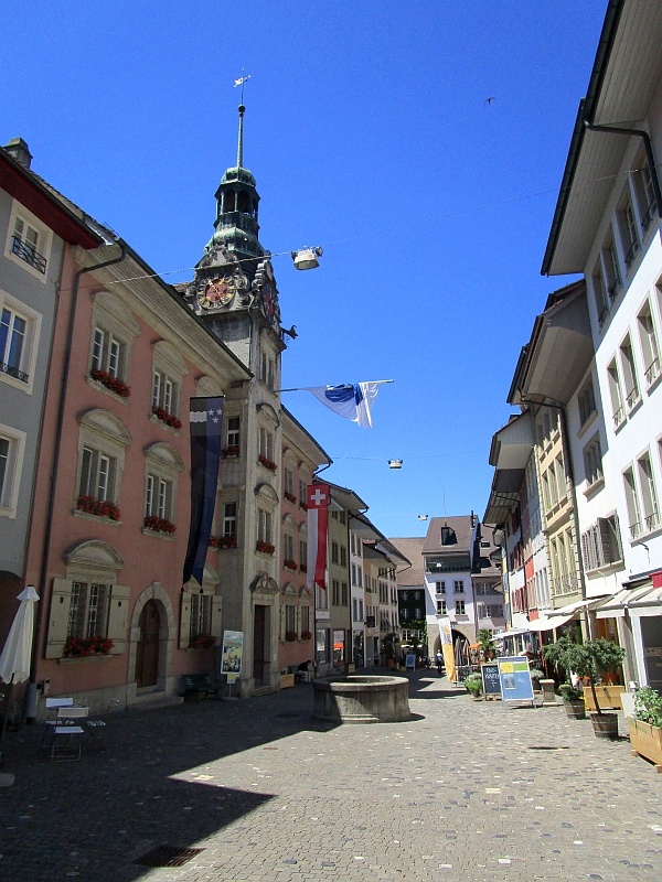 http://www.bahnreiseberichte.de/073-Drei-Tage-Schweiz/73-049Lenzburg-Rathaus.JPG