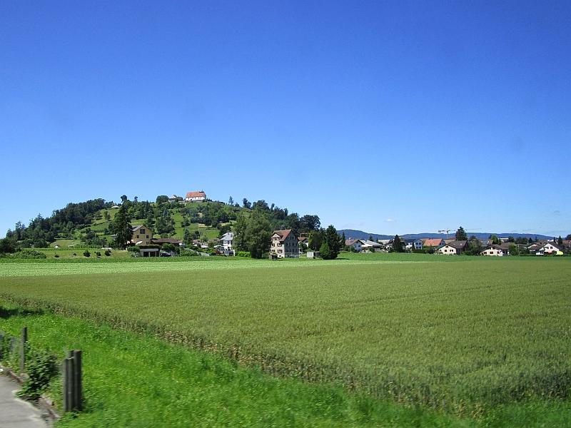 http://www.bahnreiseberichte.de/073-Drei-Tage-Schweiz/73-052Staufbergkirche.JPG
