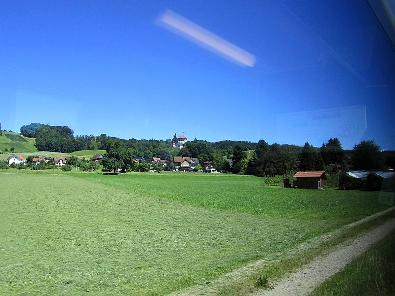 http://www.bahnreiseberichte.de/073-Drei-Tage-Schweiz/73-062Schloss-Heidegg.JPG