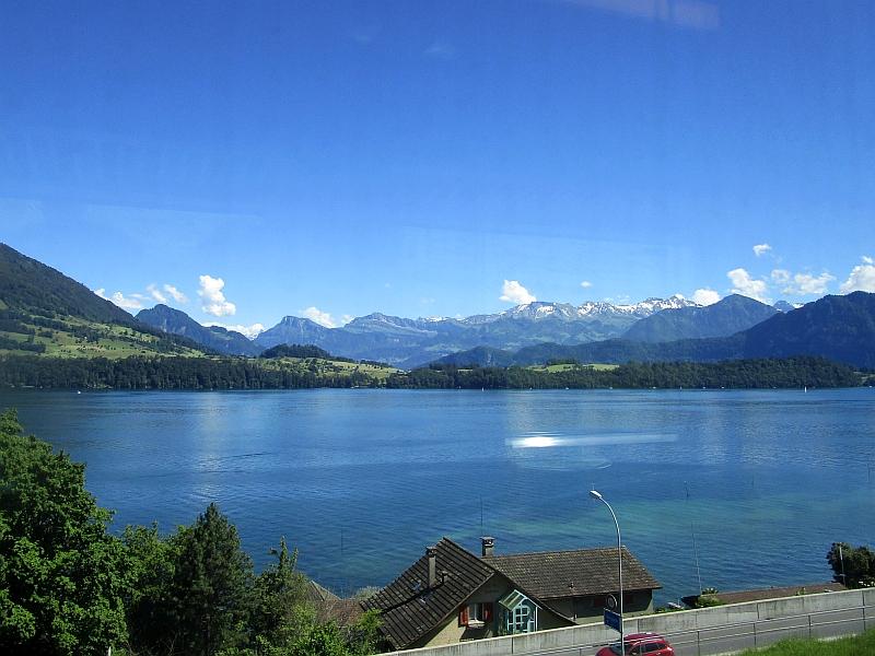 http://www.bahnreiseberichte.de/073-Drei-Tage-Schweiz/73-068Fahrt-VAE-Vierwaldstaettersee.JPG