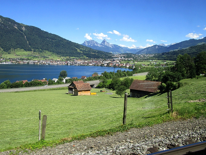 http://www.bahnreiseberichte.de/073-Drei-Tage-Schweiz/73-070Fahrt-VAE-Zugersee.JPG