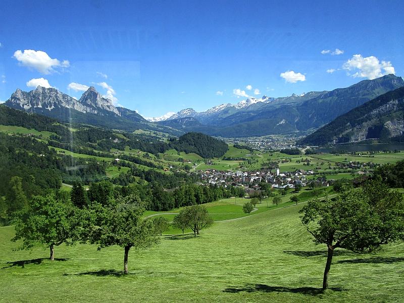 http://www.bahnreiseberichte.de/073-Drei-Tage-Schweiz/73-072Fahrt-VAE-Lauerzersee.JPG