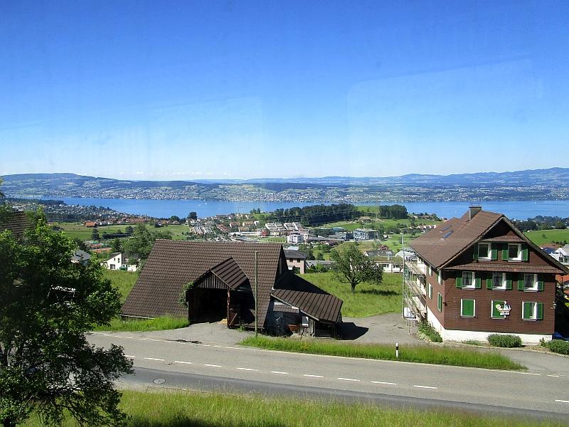 http://www.bahnreiseberichte.de/073-Drei-Tage-Schweiz/73-074Blick-Zuerichsee.JPG