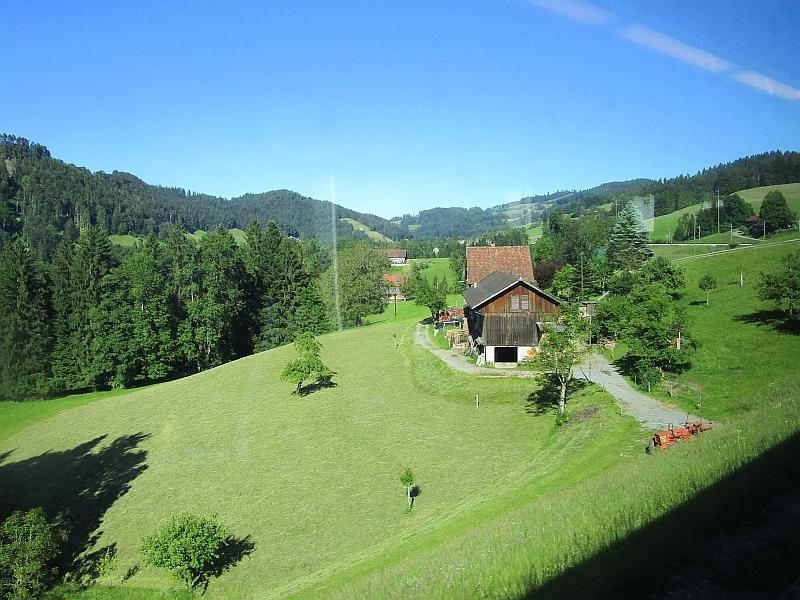 http://www.bahnreiseberichte.de/073-Drei-Tage-Schweiz/73-076Fahrt-VAE-Toggenburg.JPG