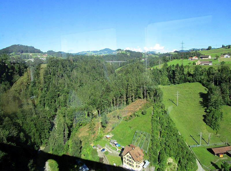 http://www.bahnreiseberichte.de/073-Drei-Tage-Schweiz/73-077Fahrt-Sitterviadukt.JPG