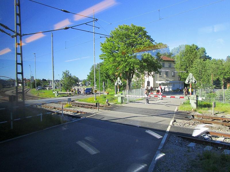 http://www.bahnreiseberichte.de/073-Drei-Tage-Schweiz/73-081Konstanz-Grenze-Klein-Venedig.JPG