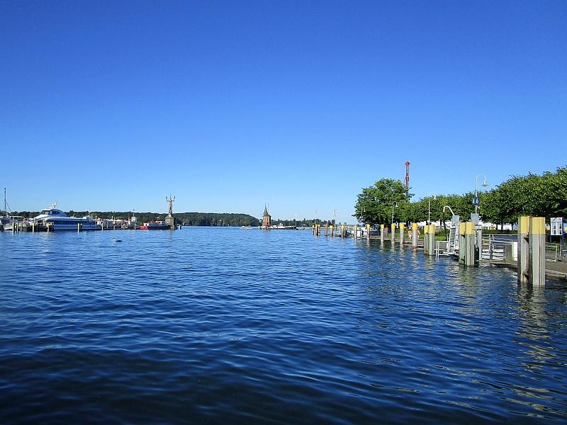 http://www.bahnreiseberichte.de/073-Drei-Tage-Schweiz/73-083Konstanz-Hafen.JPG