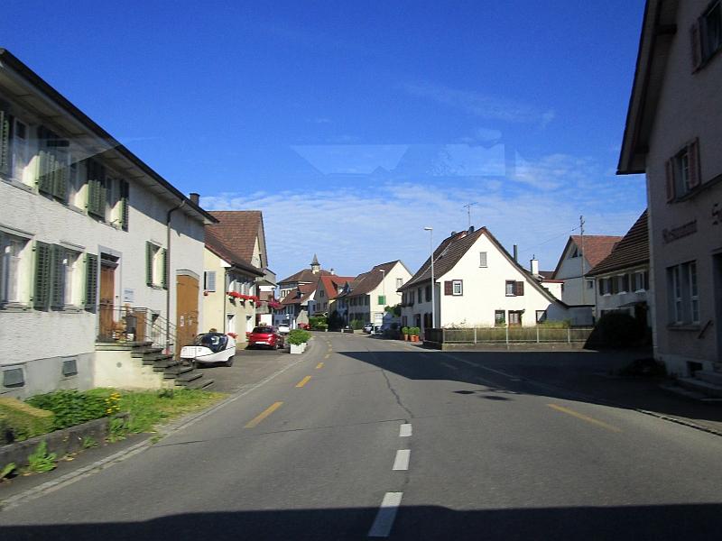 http://www.bahnreiseberichte.de/073-Drei-Tage-Schweiz/73-087Fahrt-Ramsen.JPG