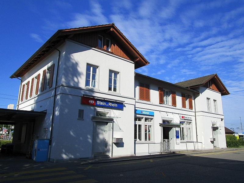 http://www.bahnreiseberichte.de/073-Drei-Tage-Schweiz/73-090Stein-am-Rhein-Bahnhof.JPG