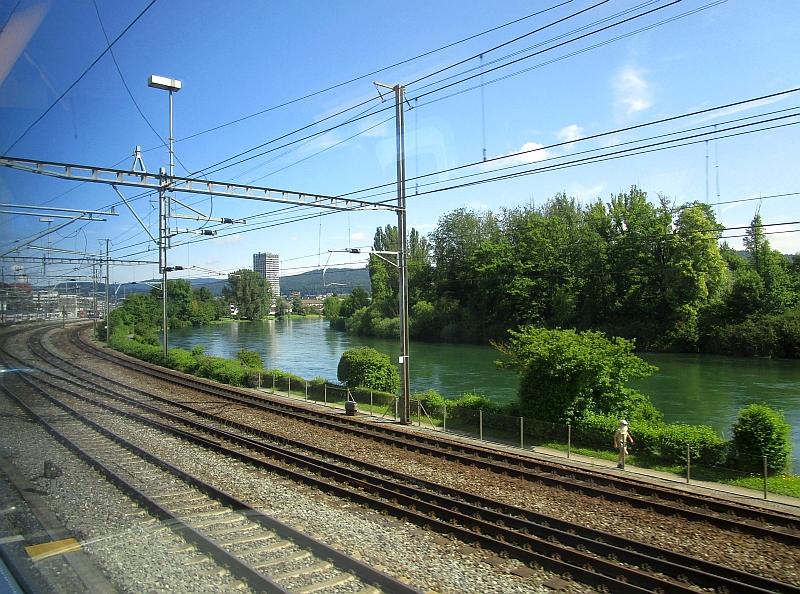 http://www.bahnreiseberichte.de/073-Drei-Tage-Schweiz/73-100Dietikon-Limmat.JPG