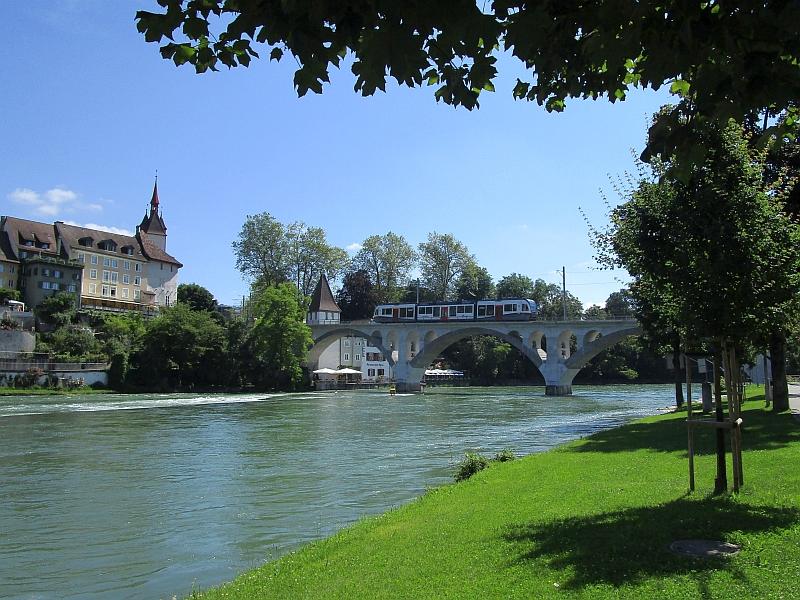 http://www.bahnreiseberichte.de/073-Drei-Tage-Schweiz/73-110Bremgarten-BDWM-Reussbruecke.JPG