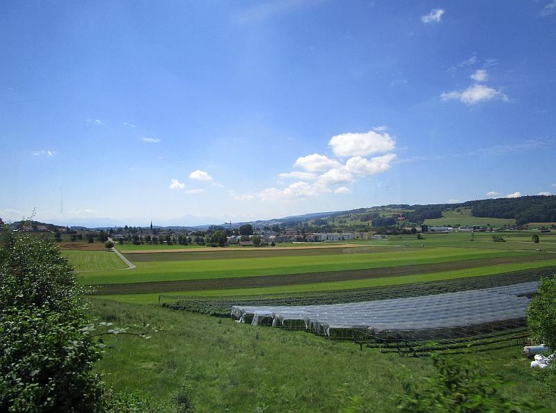 http://www.bahnreiseberichte.de/073-Drei-Tage-Schweiz/73-119Fahrt-Wagenrain.JPG