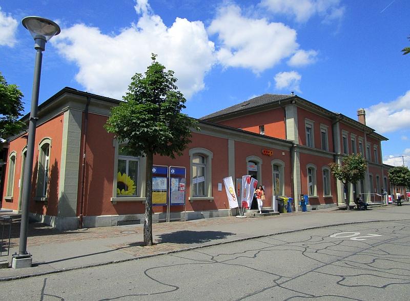 http://www.bahnreiseberichte.de/073-Drei-Tage-Schweiz/73-121Wohlen-Bahnhof.JPG