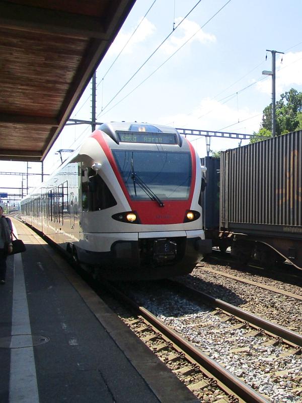 http://www.bahnreiseberichte.de/073-Drei-Tage-Schweiz/73-122Einfahrt-Flirt-Wohlen.JPG