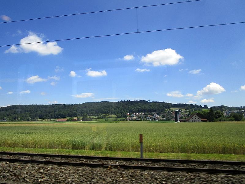 http://www.bahnreiseberichte.de/073-Drei-Tage-Schweiz/73-124Fahrt-Aargau.JPG
