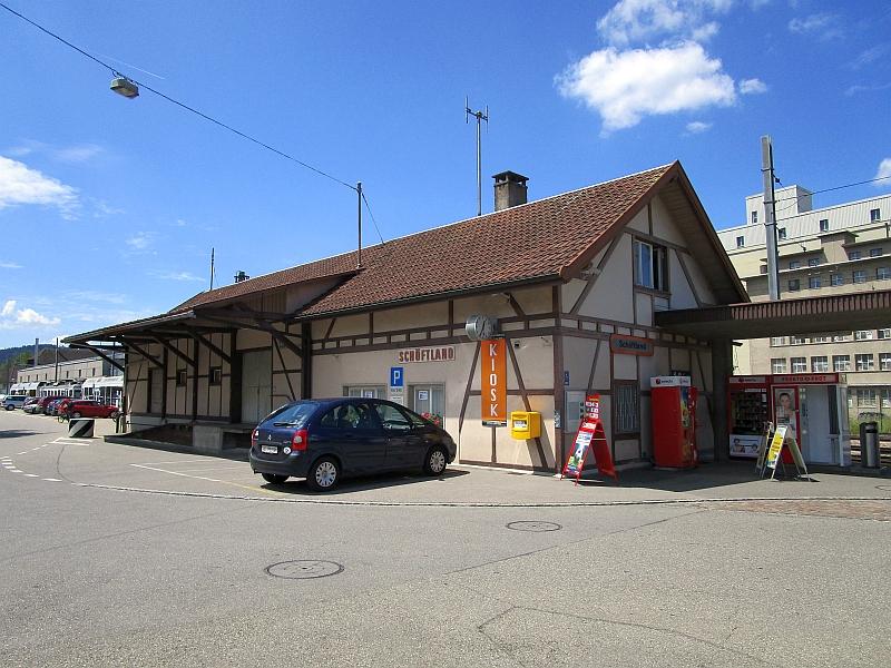 http://www.bahnreiseberichte.de/073-Drei-Tage-Schweiz/73-132Schoeftland-Bahnhof.JPG
