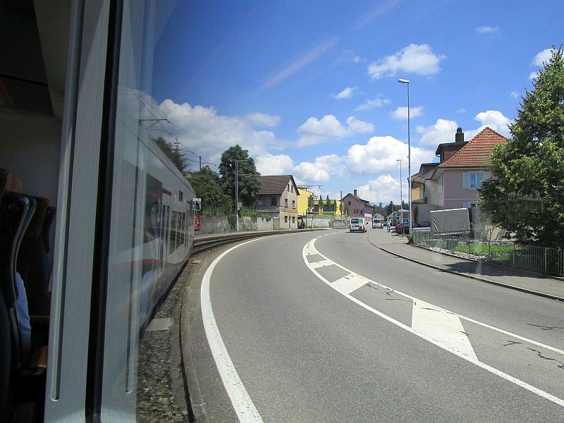 http://www.bahnreiseberichte.de/073-Drei-Tage-Schweiz/73-137Fahrt-Suhrentalbahn.JPG