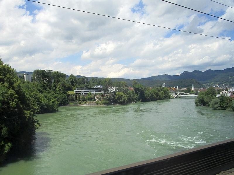 http://www.bahnreiseberichte.de/073-Drei-Tage-Schweiz/73-140Fahrt-Olten-Aare.JPG