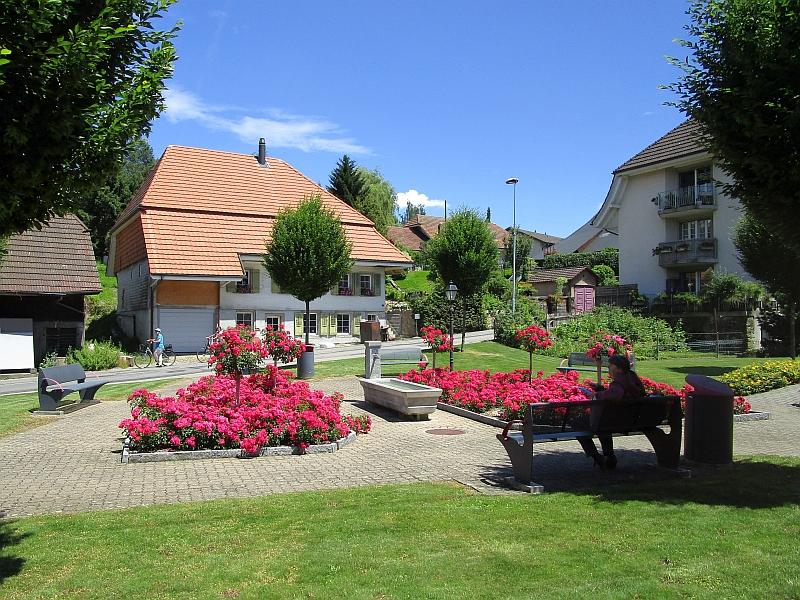 http://www.bahnreiseberichte.de/073-Drei-Tage-Schweiz/73-143Aarwangen-Vorstadt.JPG