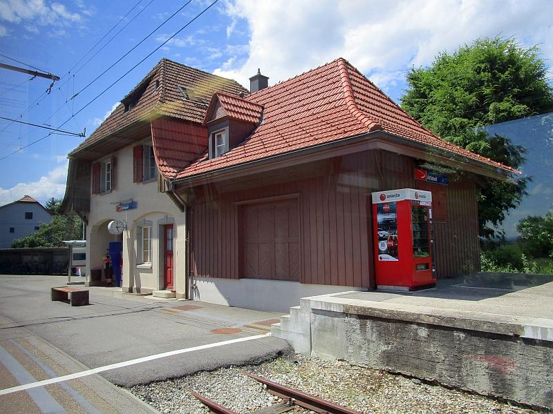 http://www.bahnreiseberichte.de/073-Drei-Tage-Schweiz/73-149Bahnhof-Attiswil.JPG