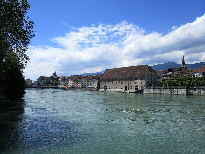 http://www.bahnreiseberichte.de/073-Drei-Tage-Schweiz/73-152Solothurn-Aare-Landhaus.JPG