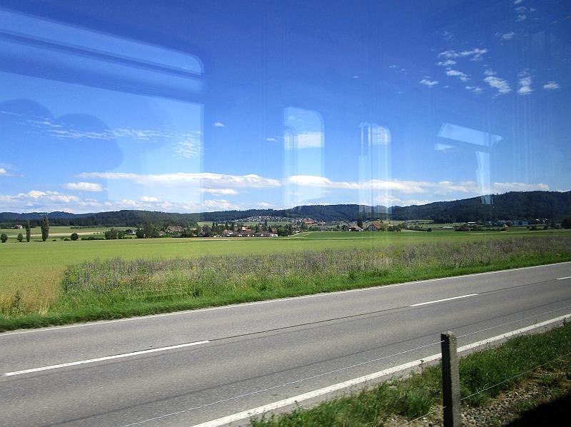 http://www.bahnreiseberichte.de/073-Drei-Tage-Schweiz/73-163Fahrt-RBS-Mittelland.JPG