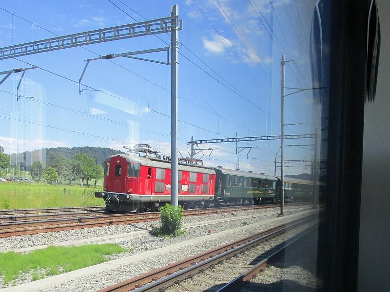 http://www.bahnreiseberichte.de/073-Drei-Tage-Schweiz/73-164RBS-Dreischienengleis-10009.JPG