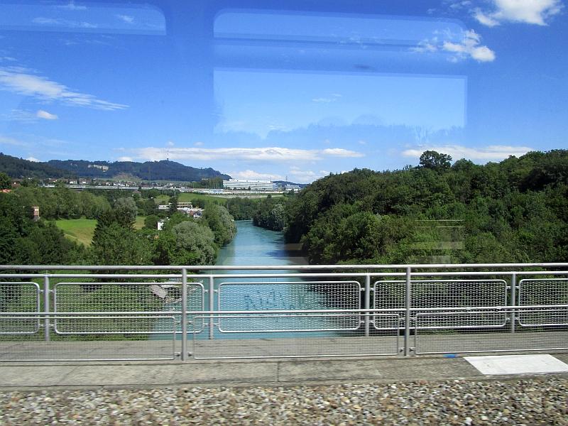http://www.bahnreiseberichte.de/073-Drei-Tage-Schweiz/73-165Fahrt-Tiefenaubruecke-Aare.JPG