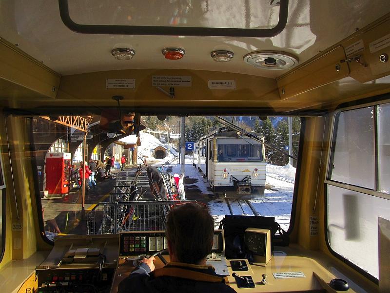 http://www.bahnreiseberichte.de/078-Montreux-Vevey-Riviera/78-13MVR-Kreuzung-Caux.JPG