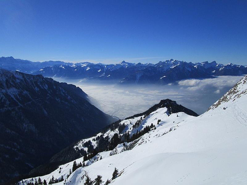 http://www.bahnreiseberichte.de/078-Montreux-Vevey-Riviera/78-20Rochers-de-Naye.JPG