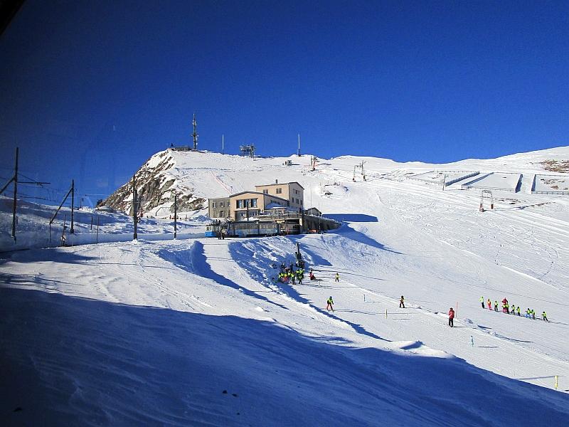 http://www.bahnreiseberichte.de/078-Montreux-Vevey-Riviera/78-25Rochers-de-Naye-Bergstation.JPG