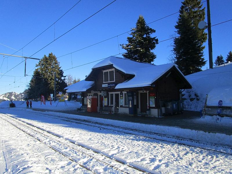 http://www.bahnreiseberichte.de/078-Montreux-Vevey-Riviera/78-44Les-Pleiades-Bahnhof.JPG