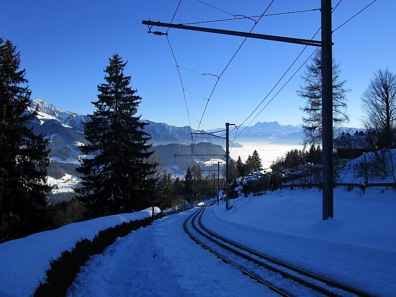 http://www.bahnreiseberichte.de/078-Montreux-Vevey-Riviera/78-47Les-Pleiades-Gleise.JPG
