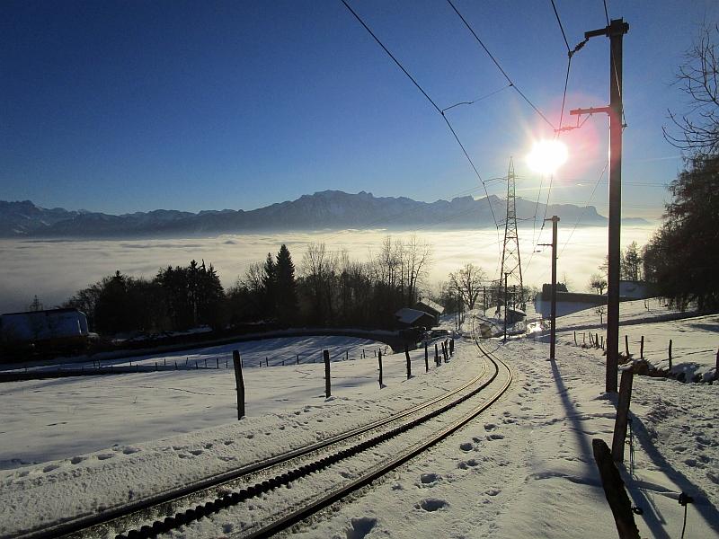 http://www.bahnreiseberichte.de/078-Montreux-Vevey-Riviera/78-49Les-Pleiades-Gleise-Fayaux.JPG