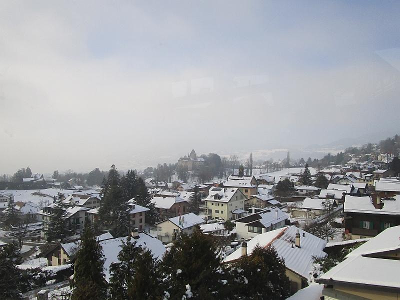http://www.bahnreiseberichte.de/078-Montreux-Vevey-Riviera/78-51Schloss-Blonay.JPG